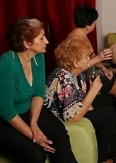 Old and young lesbians give away a special show